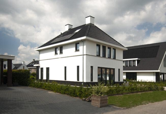 witte vrijstaande woning